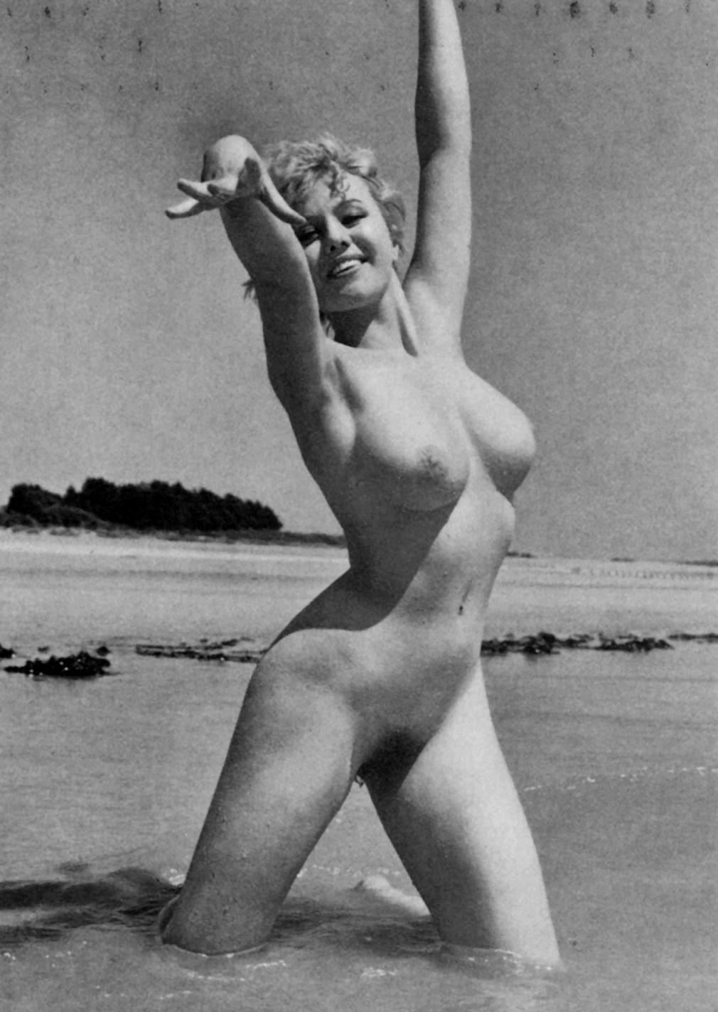 Зрелиший голые ретро спортсменки фото девушка техника секса